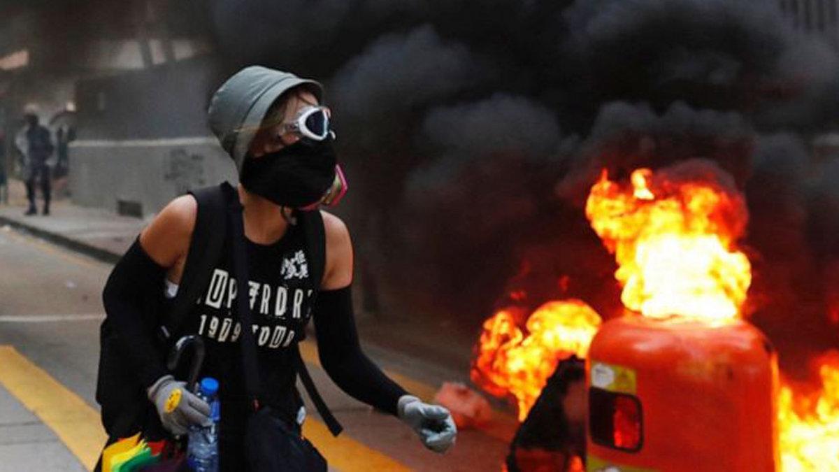 Daily News: Hong Kong Police Shoots Protester